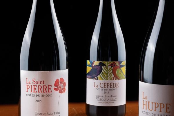 Photographie des 3 bouteilles contenant les cuvées du Domaine Saint-Pierre d'Escarvaillac en Avignon